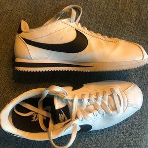 Nike Cortez leather like new ♣️💚♥️